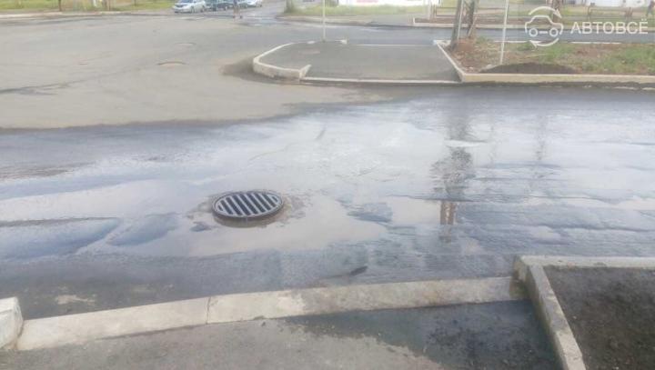 Астанчанин отсудил почти 3 млн тенге за разбитую из-за люка машину